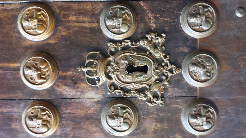 puerta que abre a la historia