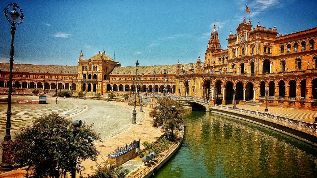abrazando sevilla plaza de espana