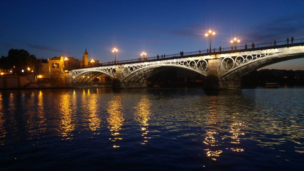 atardecer bajo el puente triana