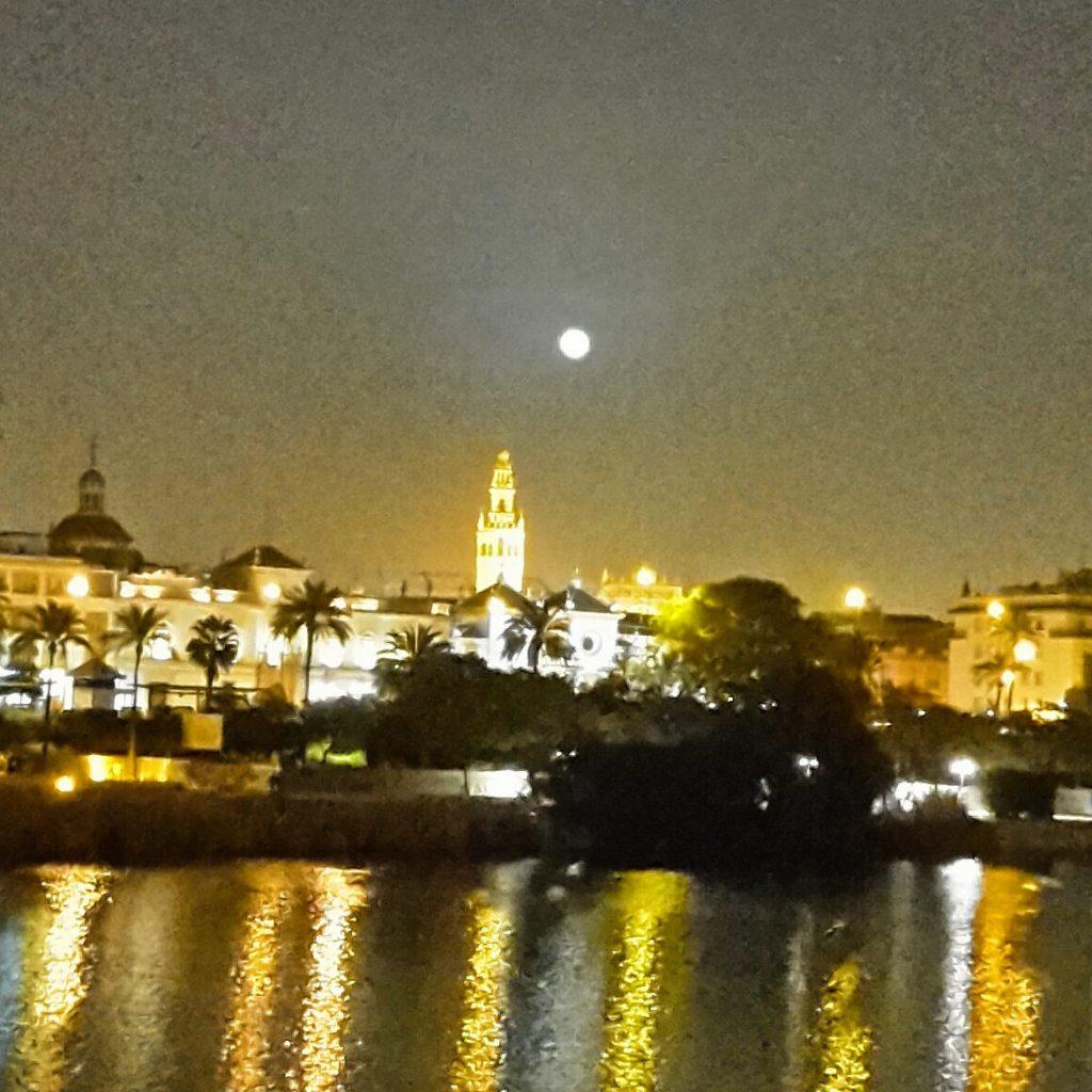 luna sevillana