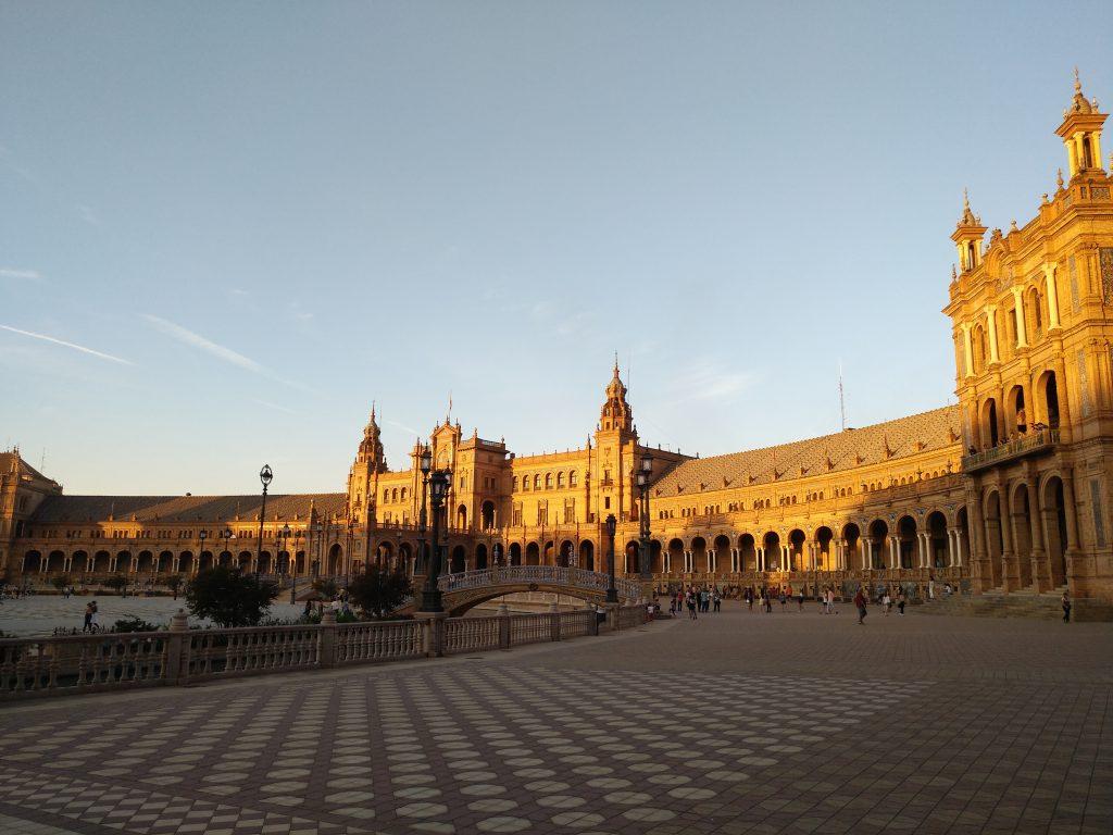 atardece en la plaza de espana