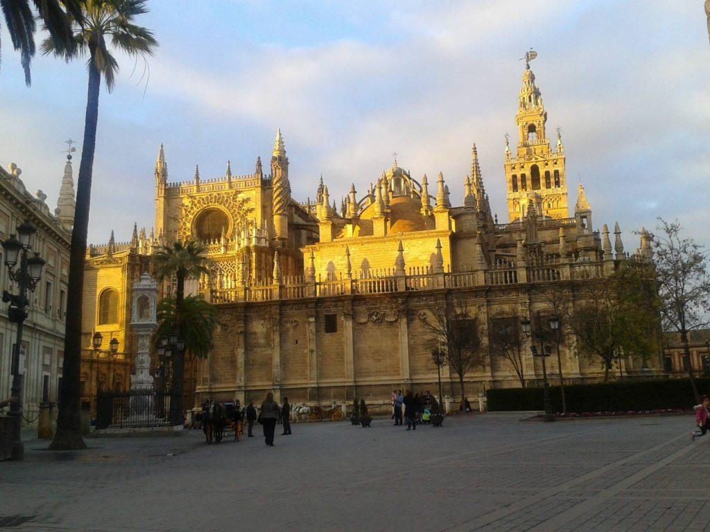 la catedral de una ciudad con 7 letras sevilla